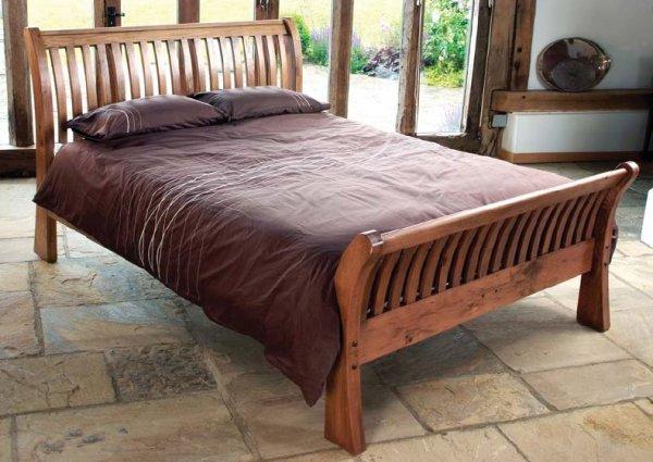 Vakker og komfortabel tre seng med hendene   samstroy ...