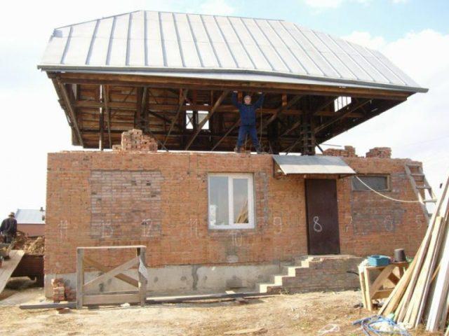 Как поднять крышу дома своими руками