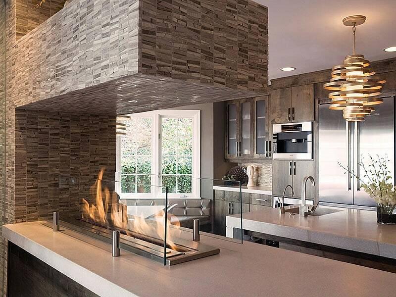 Интерьер кухни с камином 11 2 Строительный портал