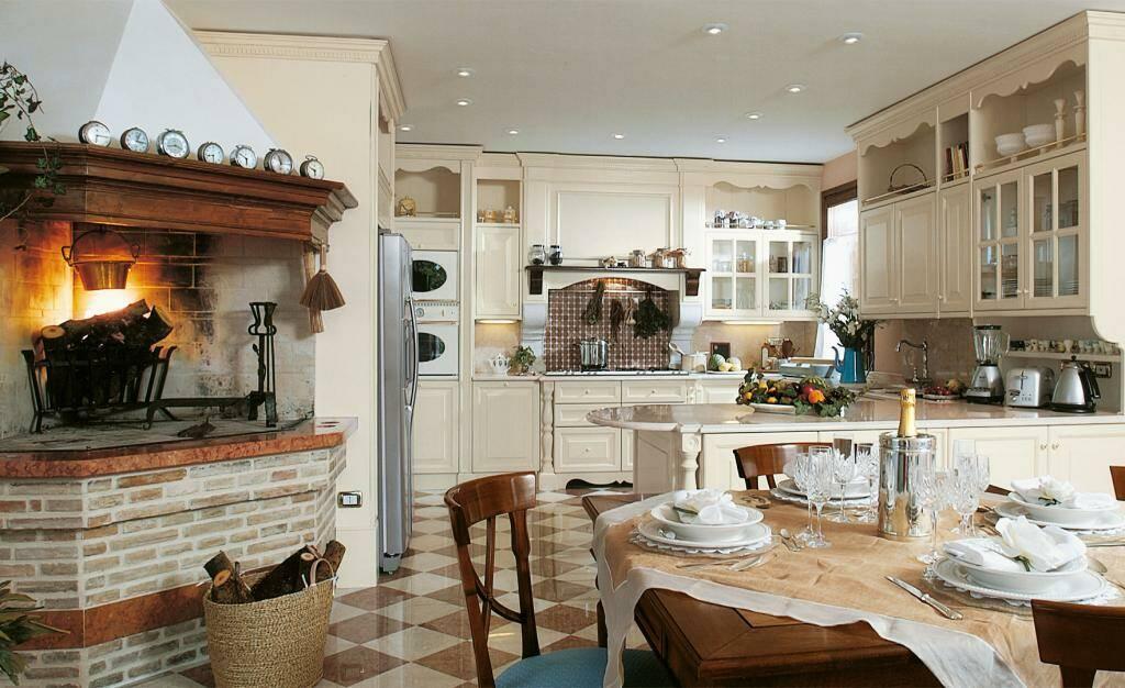 Интерьер кухни с камином 2 31 Строительный портал